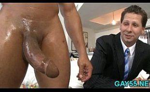 Empresário casado experimentando um pau afro