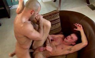 Homens fudendo gostoso até gozarem de prazer