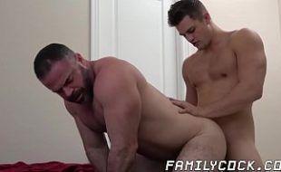 Incesto pornô gay sobrinho comendo o cu do tio