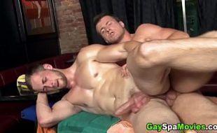 Porn gay dando cu de ladinho