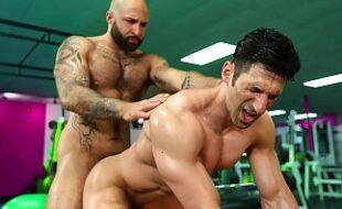 Xvideos gays de academia fodendo o pelo
