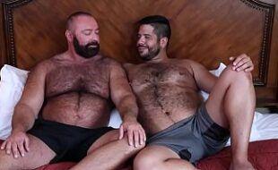 Filme gay com homens peludos fodendo