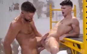 Sexo gay no pelo com safado passivo devorando cacete